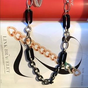 Ann Taylor - Robe Chain Link Necklace!